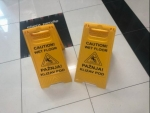 reklamnimaterijal-swatim-plasticne-a-table-tabla-klizav-pod-znak-upozorenja-klizav-pod-a-tabla-znak-upozorenja-1