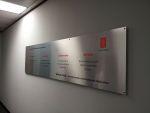 reklamni-materijal-swa-tim-digitalna-stampa-svetlece-reklame-i-totemi-alubond-reklame-4