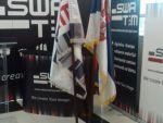 reklamni-materijal-swa-tim-drveno-koplje-za-zastave-sa-ukrasnim-vrhom-kabinetska-postolja-za-zastave-IMG-2251
