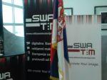 reklamni-materijal-swa-tim-drveno-koplje-za-zastave-sa-ukrasnim-vrhom-kabinetska-postolja-za-zastave-IMG-2252