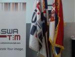 reklamni-materijal-swa-tim-drveno-koplje-za-zastave-sa-ukrasnim-vrhom-kabinetska-postolja-za-zastave-IMG-2254